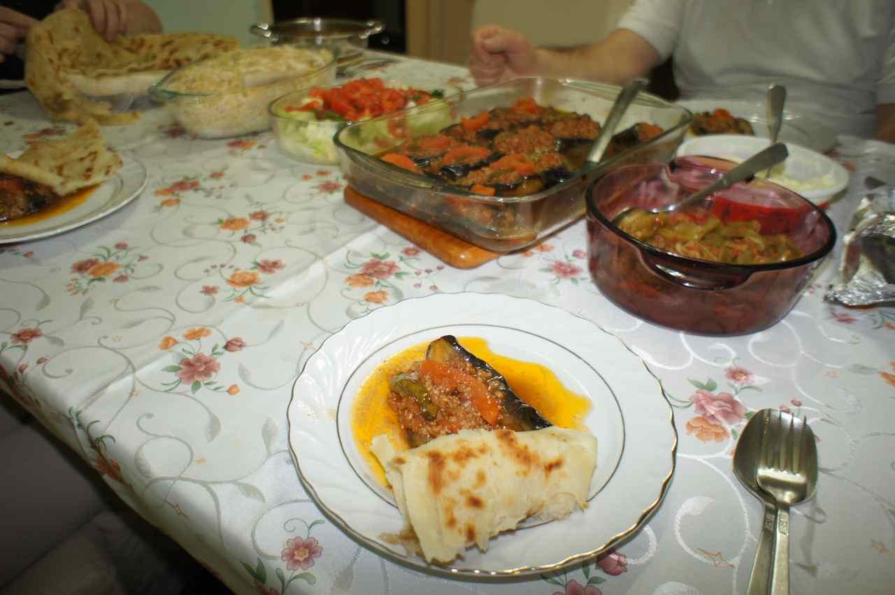 มื้อเย็นอีกมื้อหนึ่ง ถ้าได้เป็นเพื่อนบ้านกับคุณยายของบูรัค มีหวังได้กลิ้งไปไหนต่อไหนแทนการเดิน