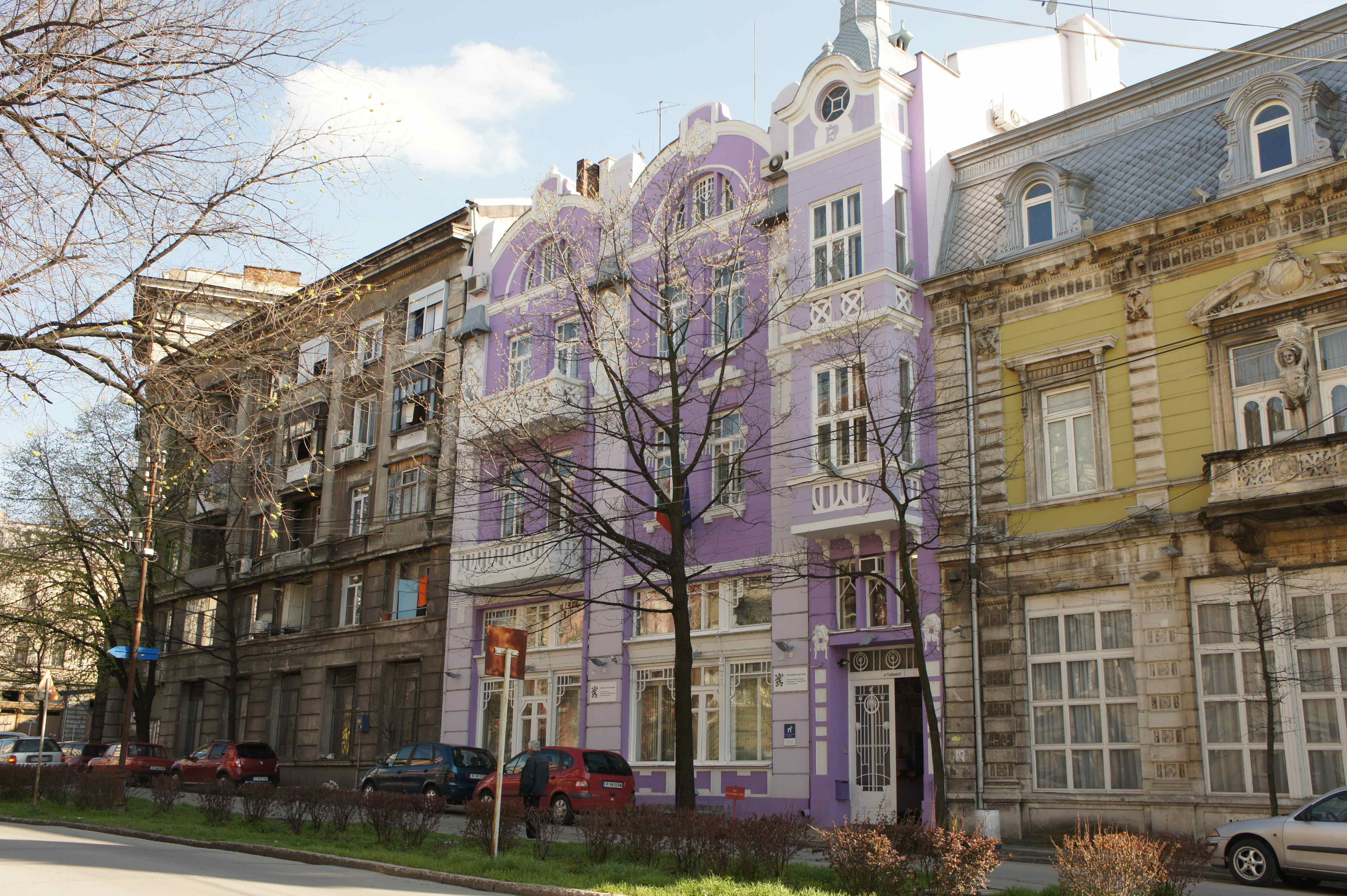 Colourful Russe - a purple house