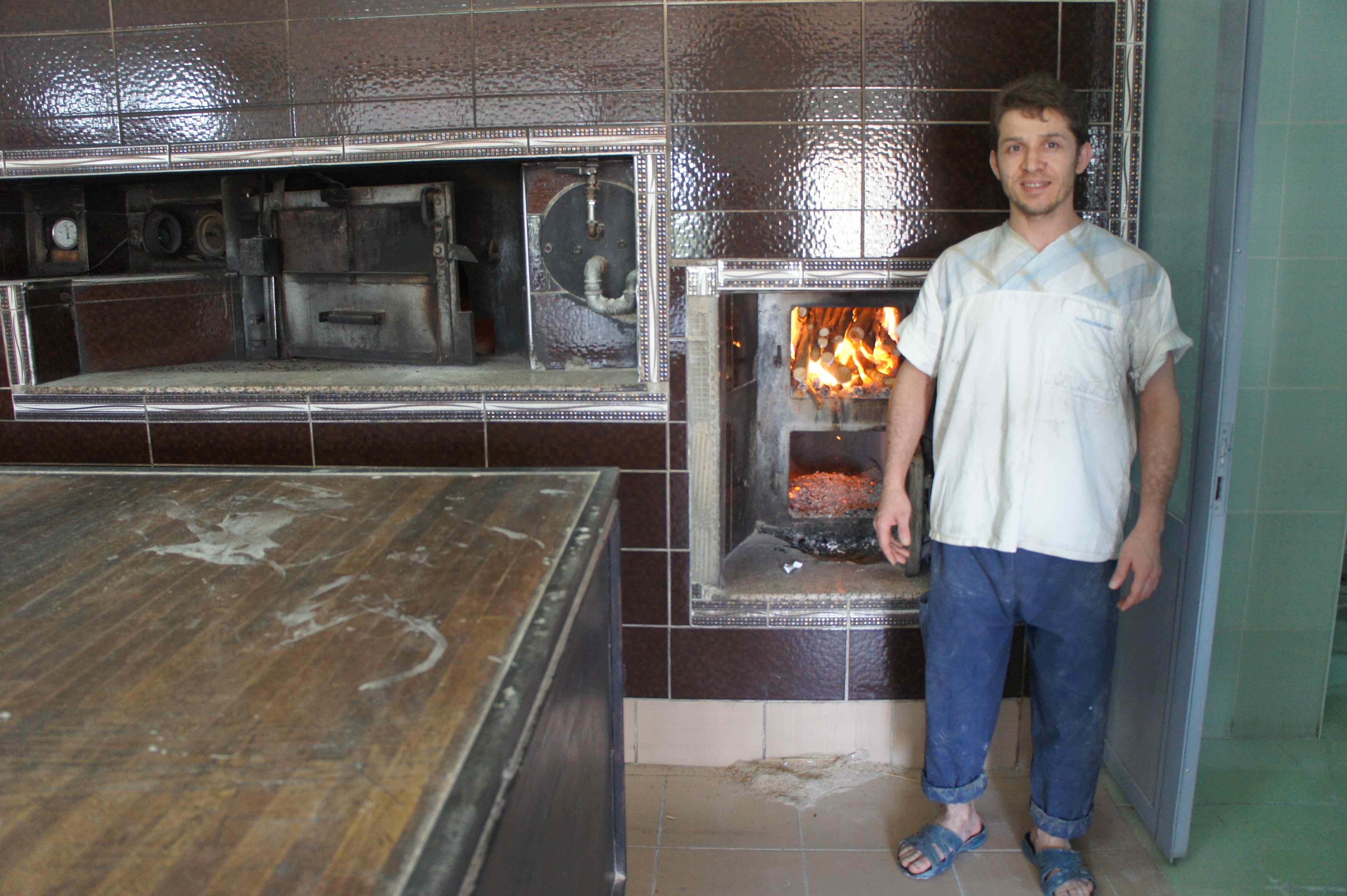 คนทำขนมปังและเตาอบของเขา