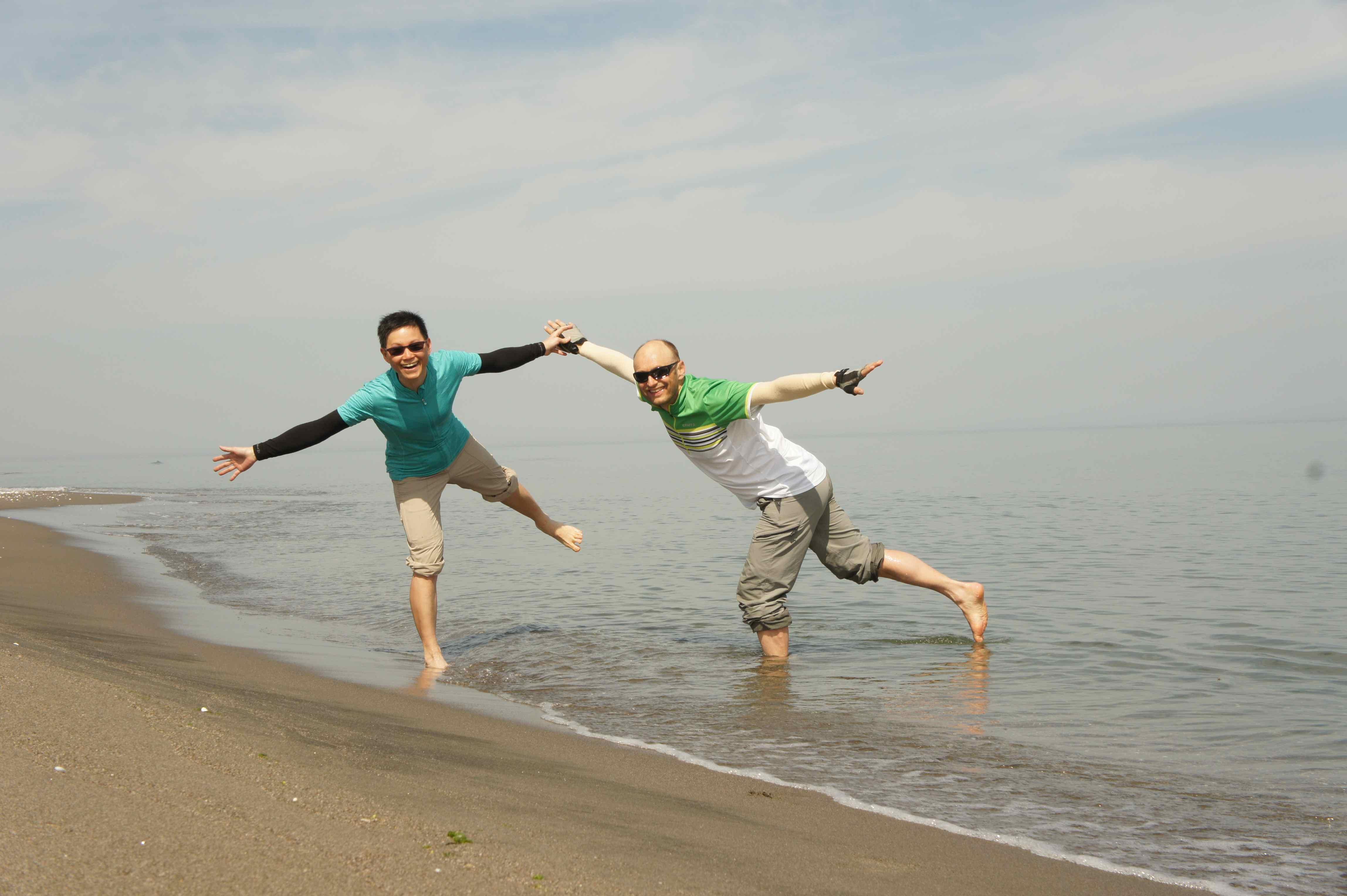 ลองเอาเท้าจุ่มน้ำในทะเลดำ