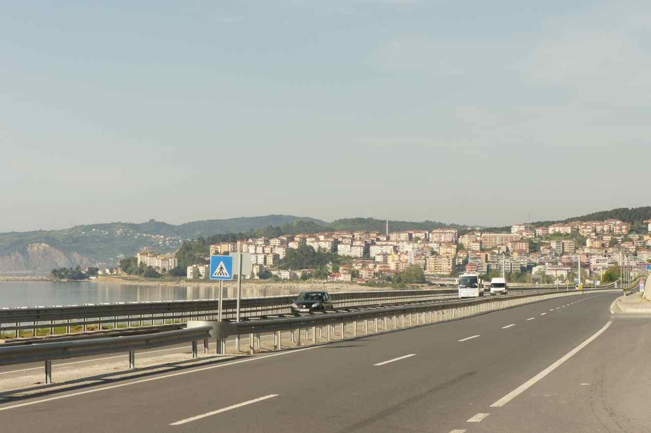ถนนราบเรียบที่ไม่ค่อยเห็นที่ตุรกีนักคือถนนทางไปเมืองอาลัปลี