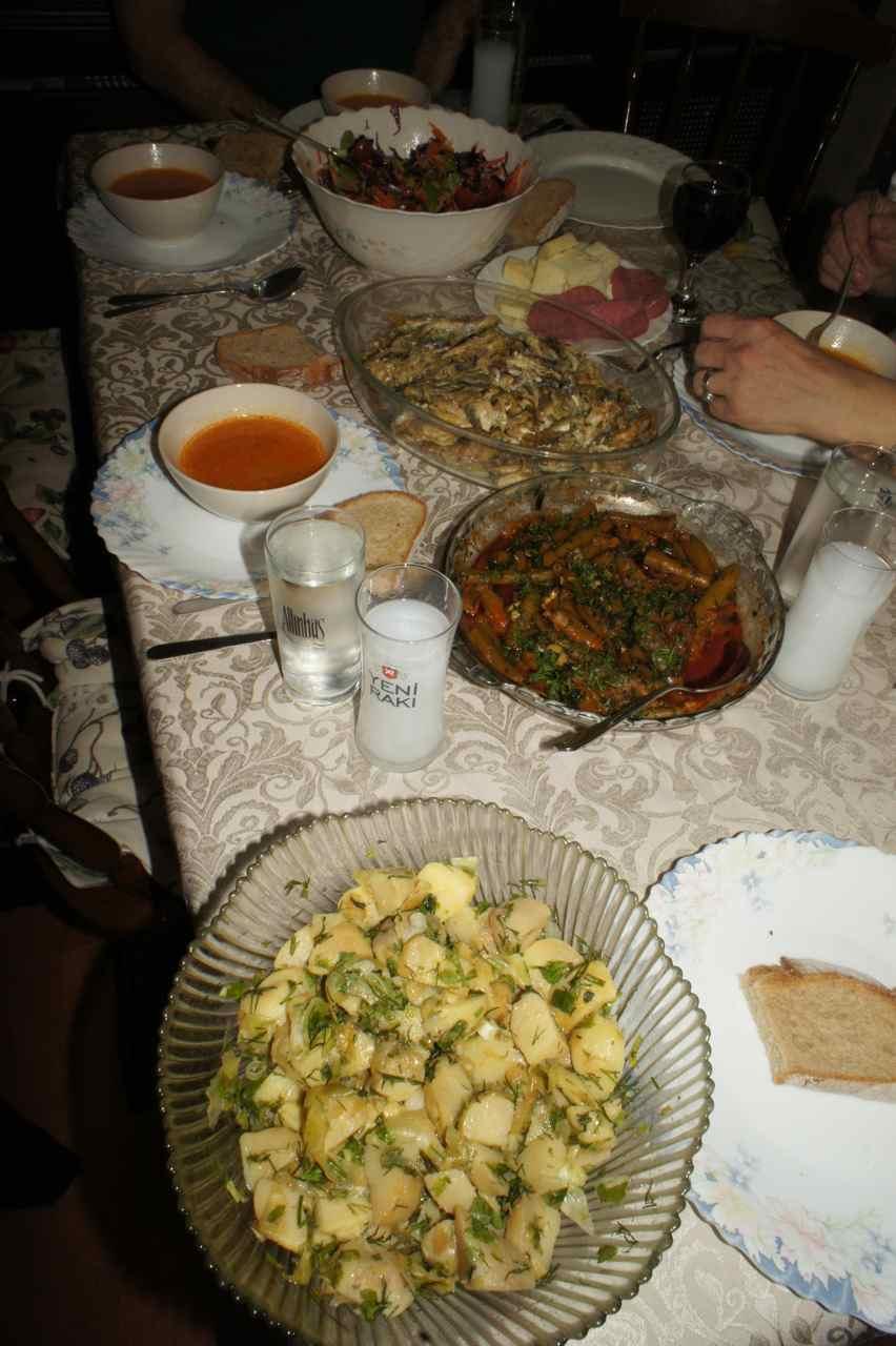 อาหารมื้อเย็นในวันเกิดของอืซเลม