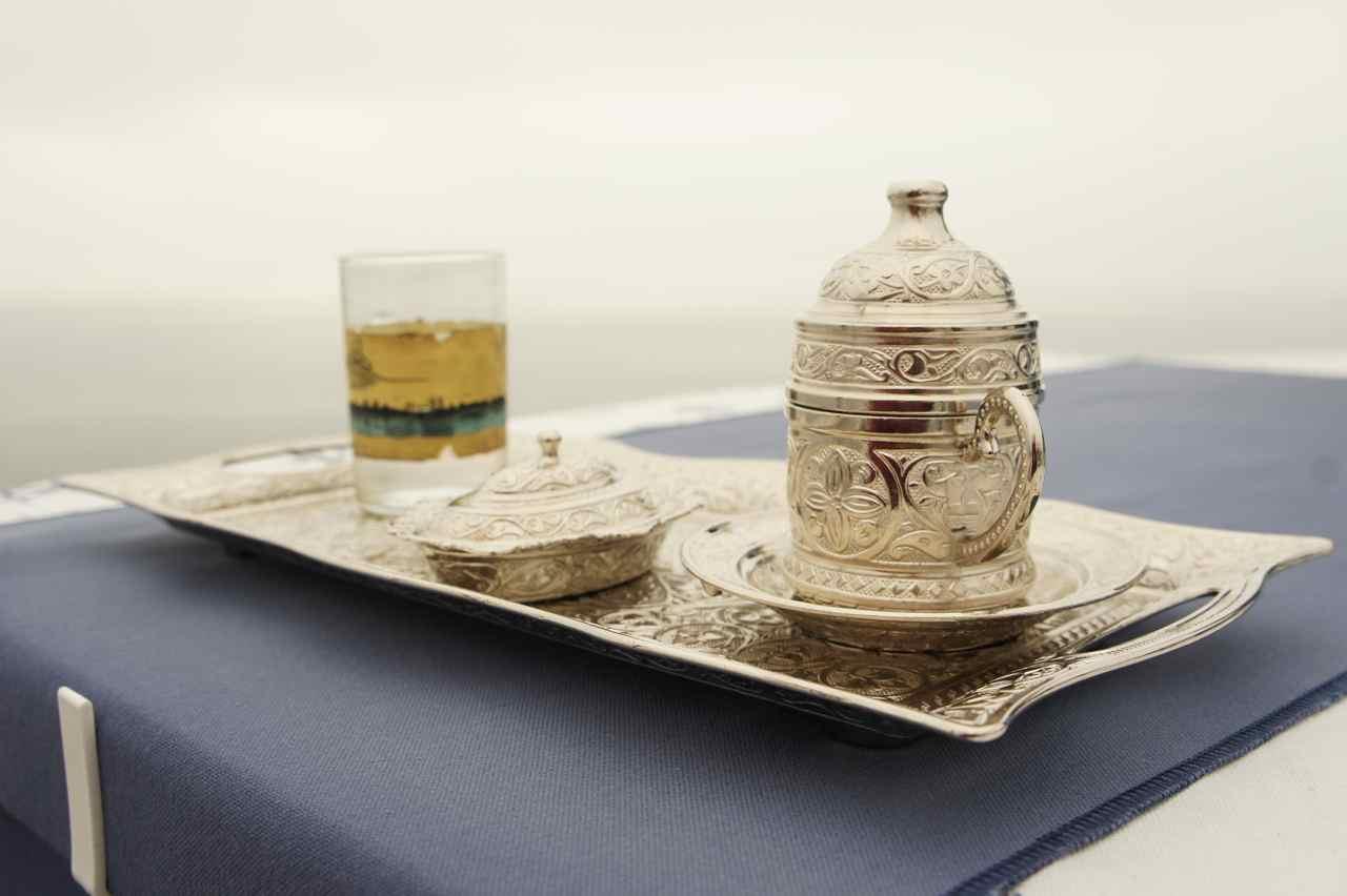 กาแฟเสริฟพร้อมขนม Turkisk delight อย่างหรู