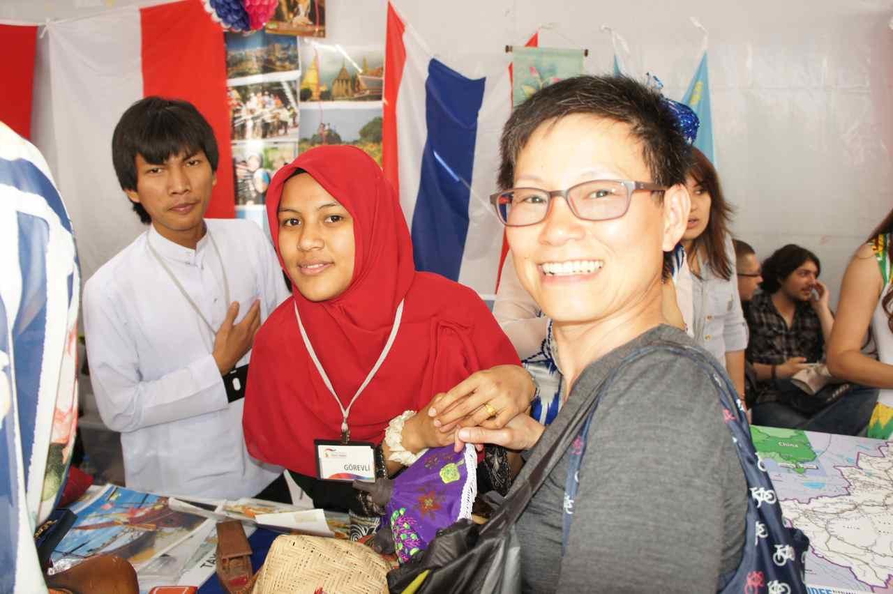 ถ่ายกับน้องสองคนที่ได้ทุนมาเรียนที่มหาลัยที่เมืองทรับซอน