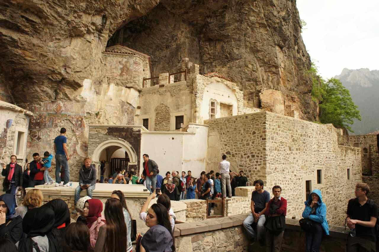 Lots of visitors at the Sümela Manastir