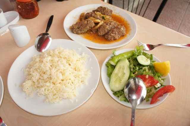 อาหารกลางวันที่เมืองใกล้ ๆ ชายแดนระหว่างตุรกีกับจอร์เจีย