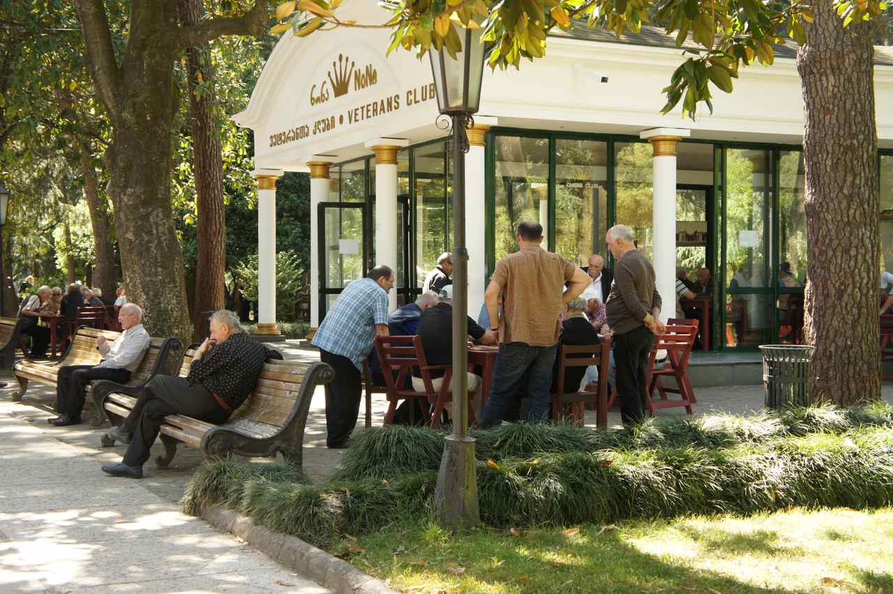 "Between the city center and the beach is a long park called ""Boulevard"". There are restaurants and a chess club"