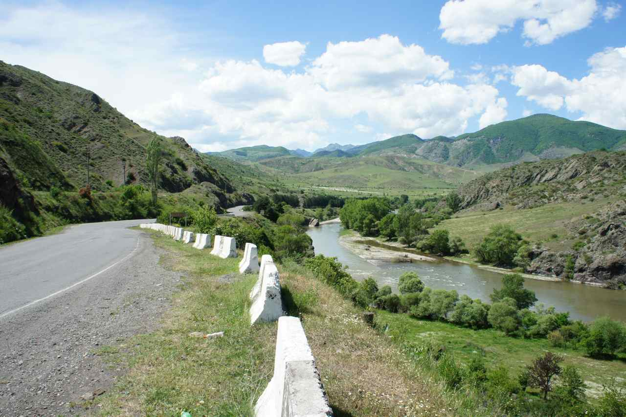 View from the road between Akhatsikhe and Bojormi