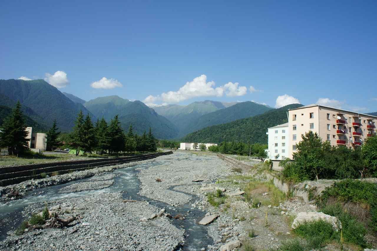 เทือกเขาคอเคซัส วิวระหว่างทางสวยมาก ไม่เสียดายที่หลงเข้าทางเขา ;-)