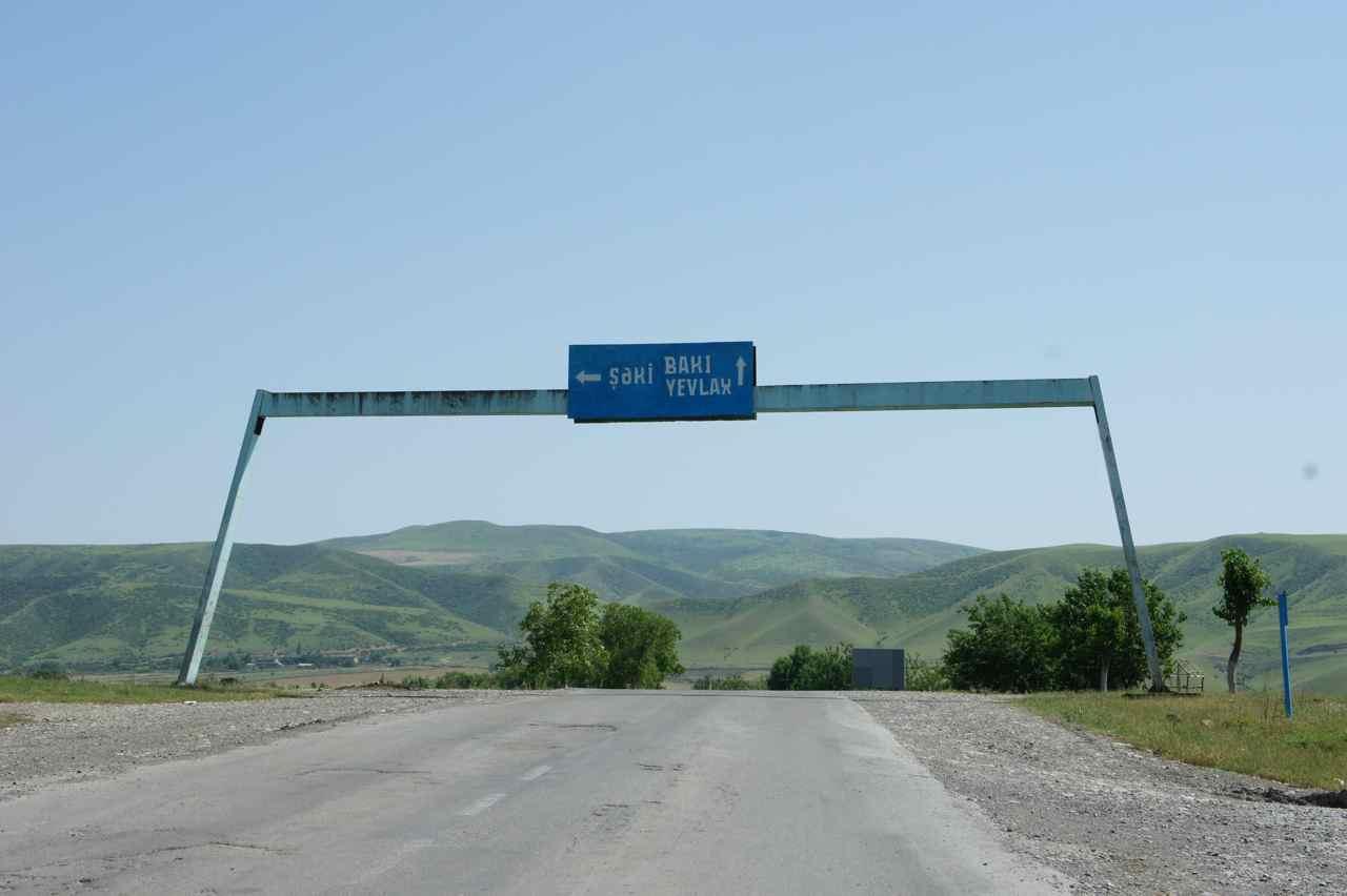 จริง ๆ แล้วเราควรจะเลี้ยวซ้ายไปเมือง Seki ความที่เรามุ่งหน้าไปบาคุ เลยตรงไป หุหุ .. เลยปั่นไกลเกินตั้ง 15 กม.แรงเยอะเกินเหตุ ;-)