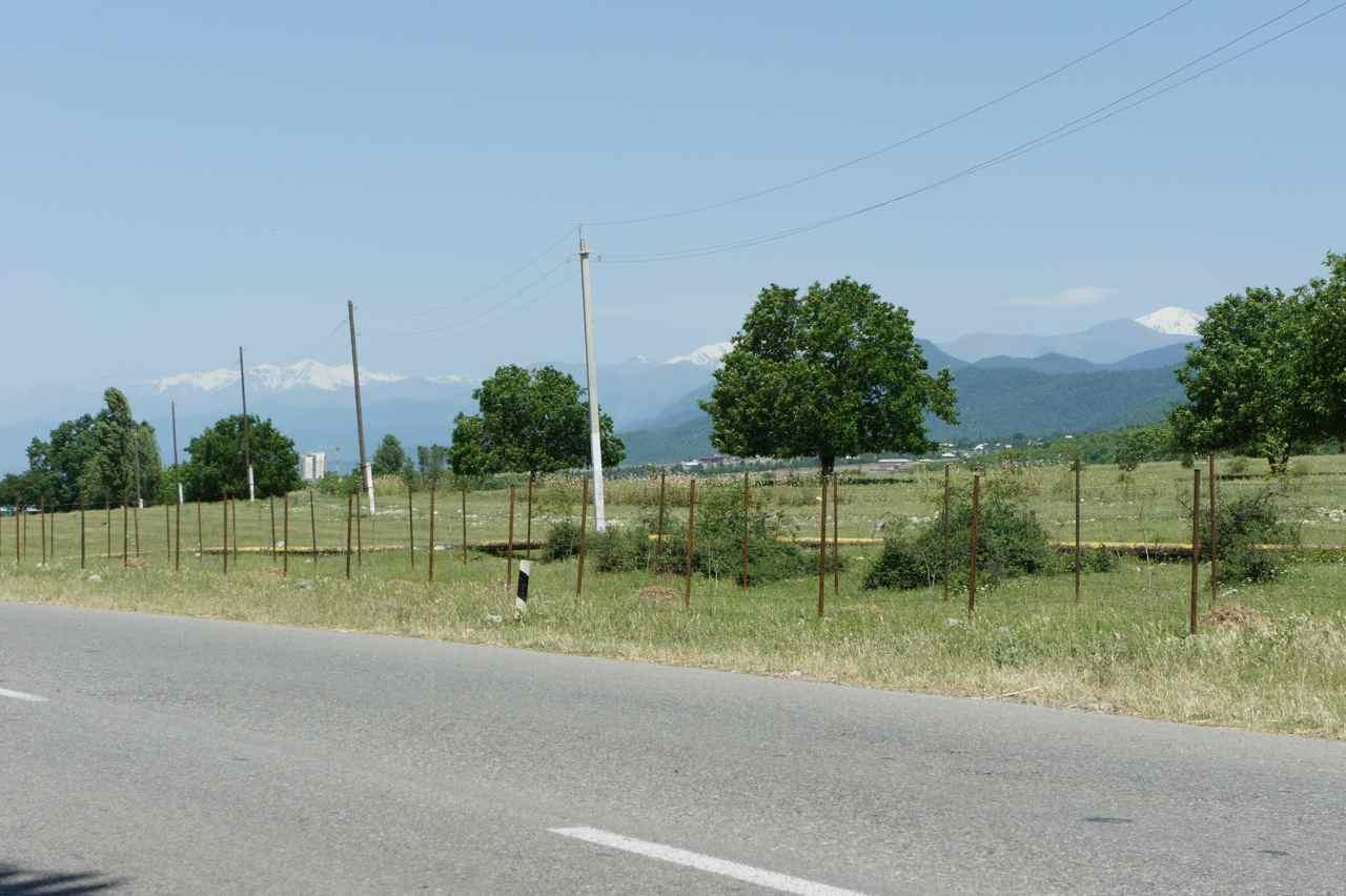 วิวระหว่างทาง เทือกเขาคอเคซัสที่ยังมีมาให้ชมอยู่แทบตลอดทาง