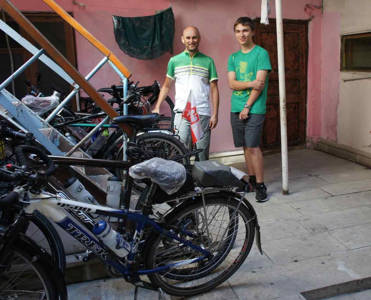 หนุ่มน้อยฮีโร่ของเรา ช่วยตั้งแต่เรื่องจักรยานจนกระทั่งเราขึ้นเรือออกจากบาคุ