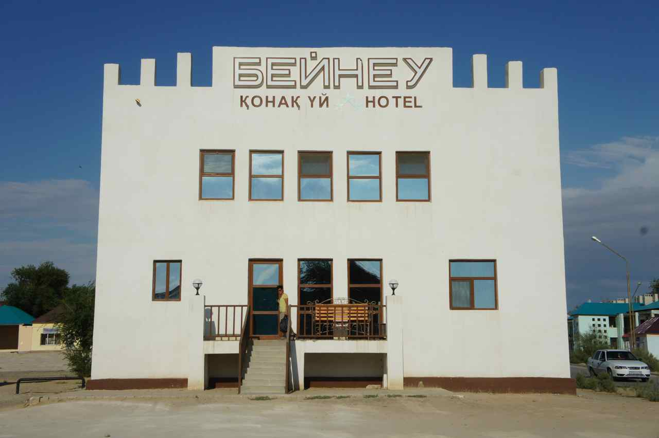 หน้าโรงแรมที่่เบนู