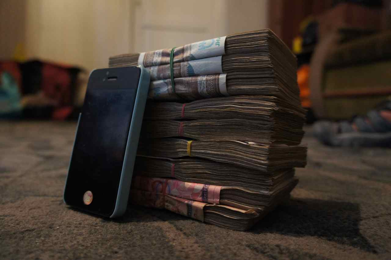 Uzbekistan has a high inflation rate and the official exchange rate is 25% below the one on the black market. This pile of money is what we got when we exchanged 300 USD