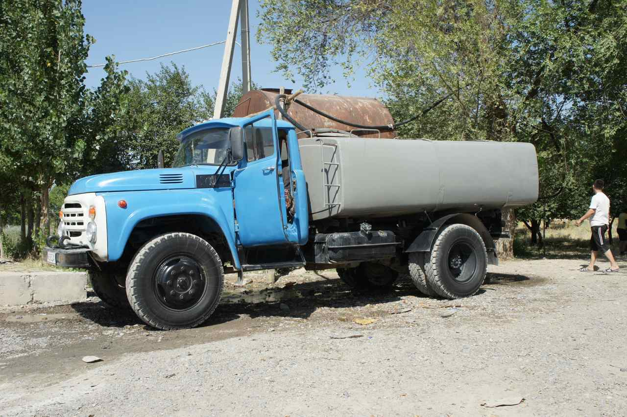 The tank truck that came to fill water several times