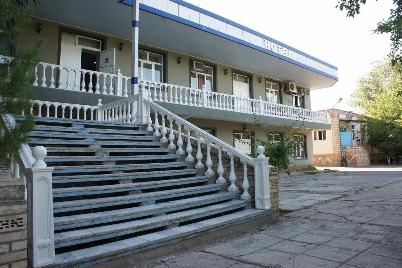 โรงแรมโรซ่ามีอยู่ 4 ห้องแชร์ห้องน้ำ เราต้องยกจักรยานขึ้นไปตามบันไดนี่และอีกช่วงหนึ่ง เวลาพักตามโรงแรมจะเบื่อก็ตอนนี้แหละที่ต้องแบกทุกอย่างไปที่ห้อง