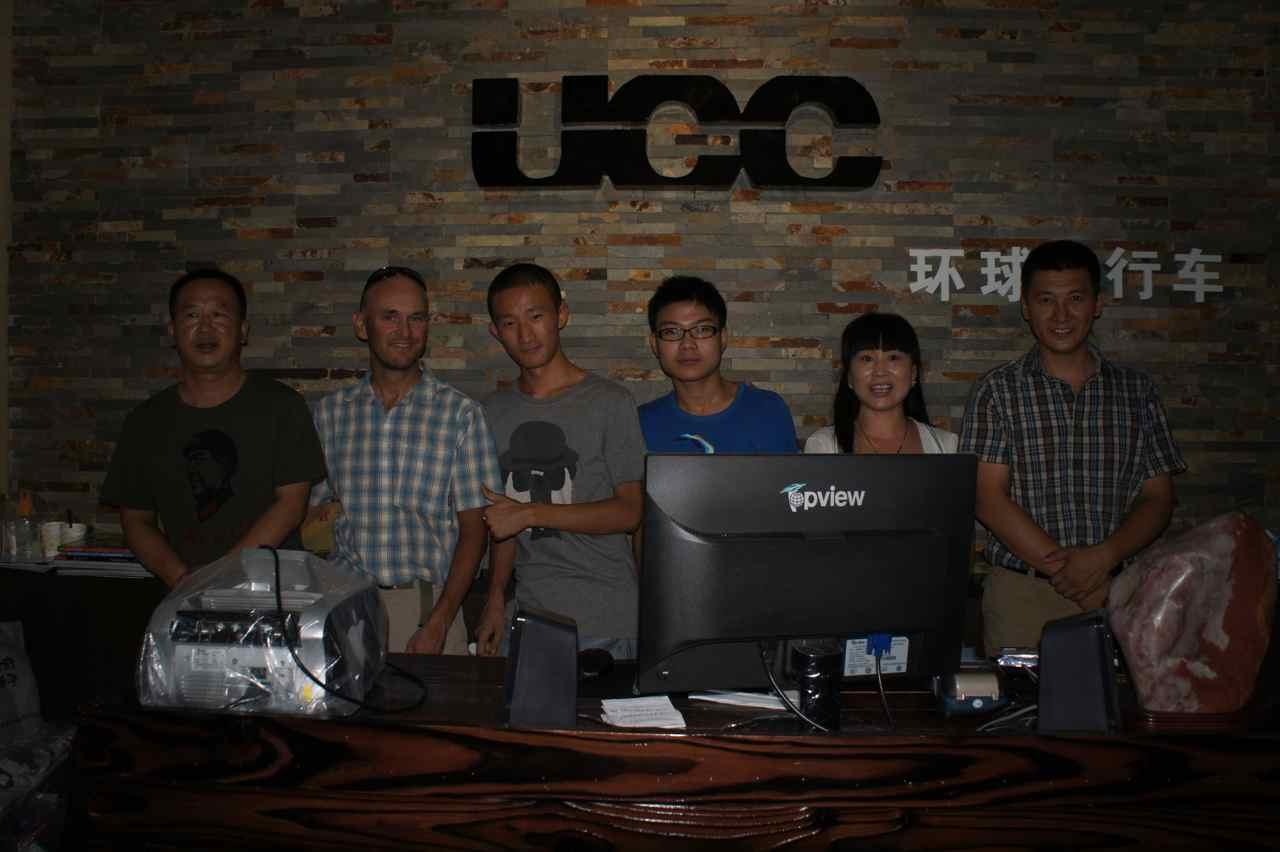 ที่ร้าน UCC กับพนักงานและลูกค้า