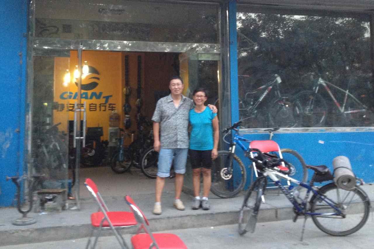 ภาพที่ร้านไจแอนท์ร้านแรกร้านเล็กกว่าร้านที่เราไปทิ้งจักรยานไว้ แต่ไม่ได่ถ่ายรูปมา