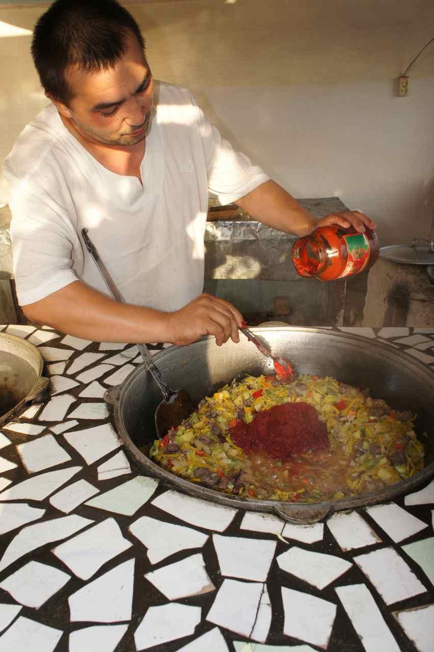 วิธีทำซอสใส่ในรัคมาน ที่เห็นแดง ๆ นั่นคือซอสมะเขือเทศเข้มข้น