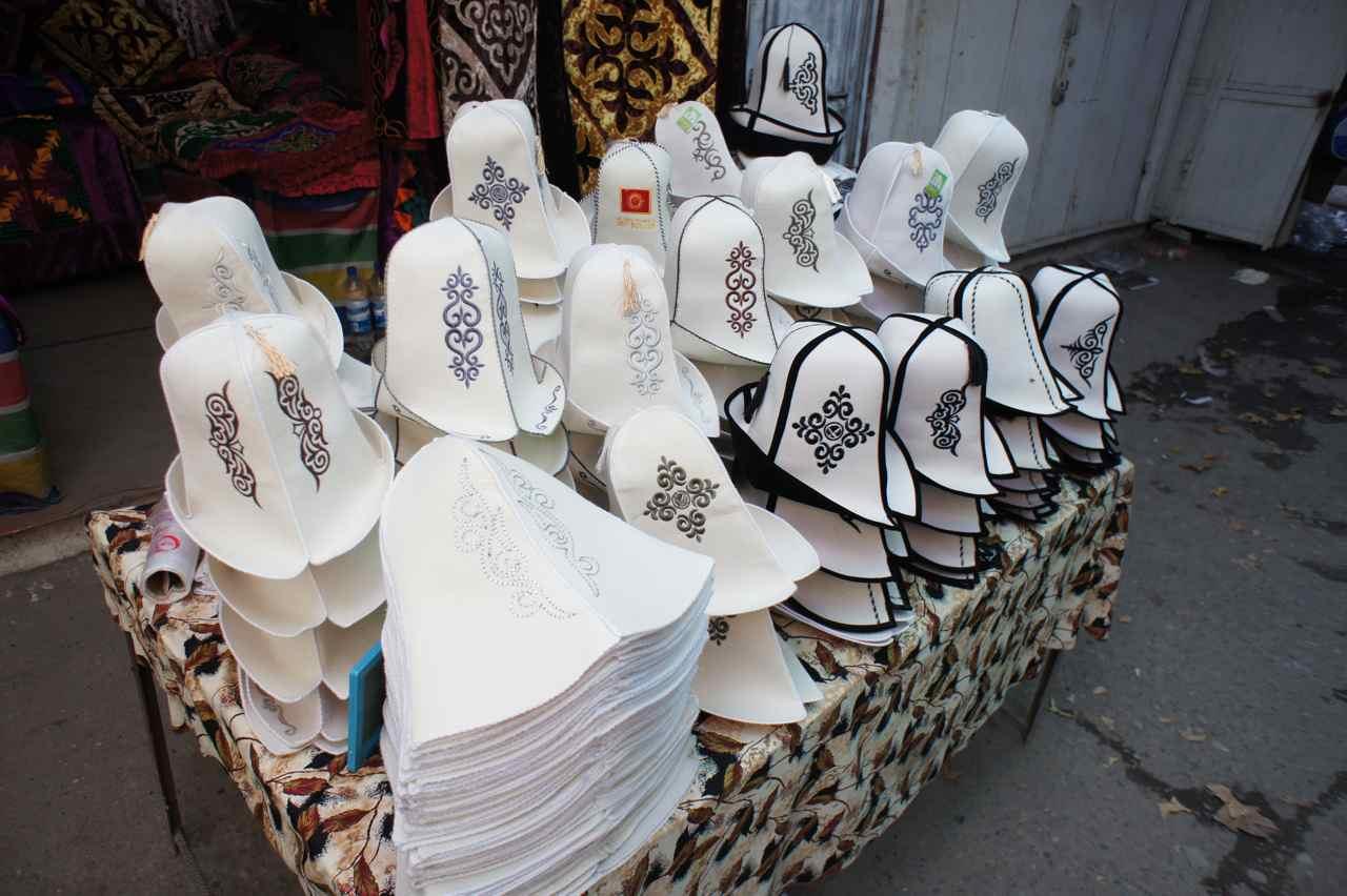 หมวกนี่ดูท่าทางน่าจะร้อน แต่ยังเห็นเขาใส่กัน งง เคยซื้อมา ขนาดใส่ที่สวีเดนยังร้อนเลย