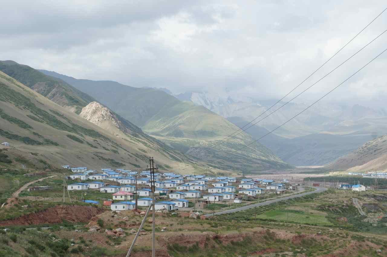 หมู่บ้านนูรา ดูใหม่ทั้งหมู่บ้าน คาดว่าน่าจะมีจากอุบัติเหตุแผ่นดินไหวเมื่อหลายปีที่แล้ว