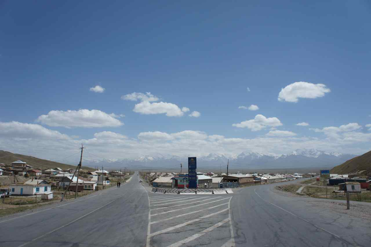 The junction in Sary Tash. China is to the left and Tajikistan to the right along the Pamir Highway.  About 70% of the village is visable in this photo.