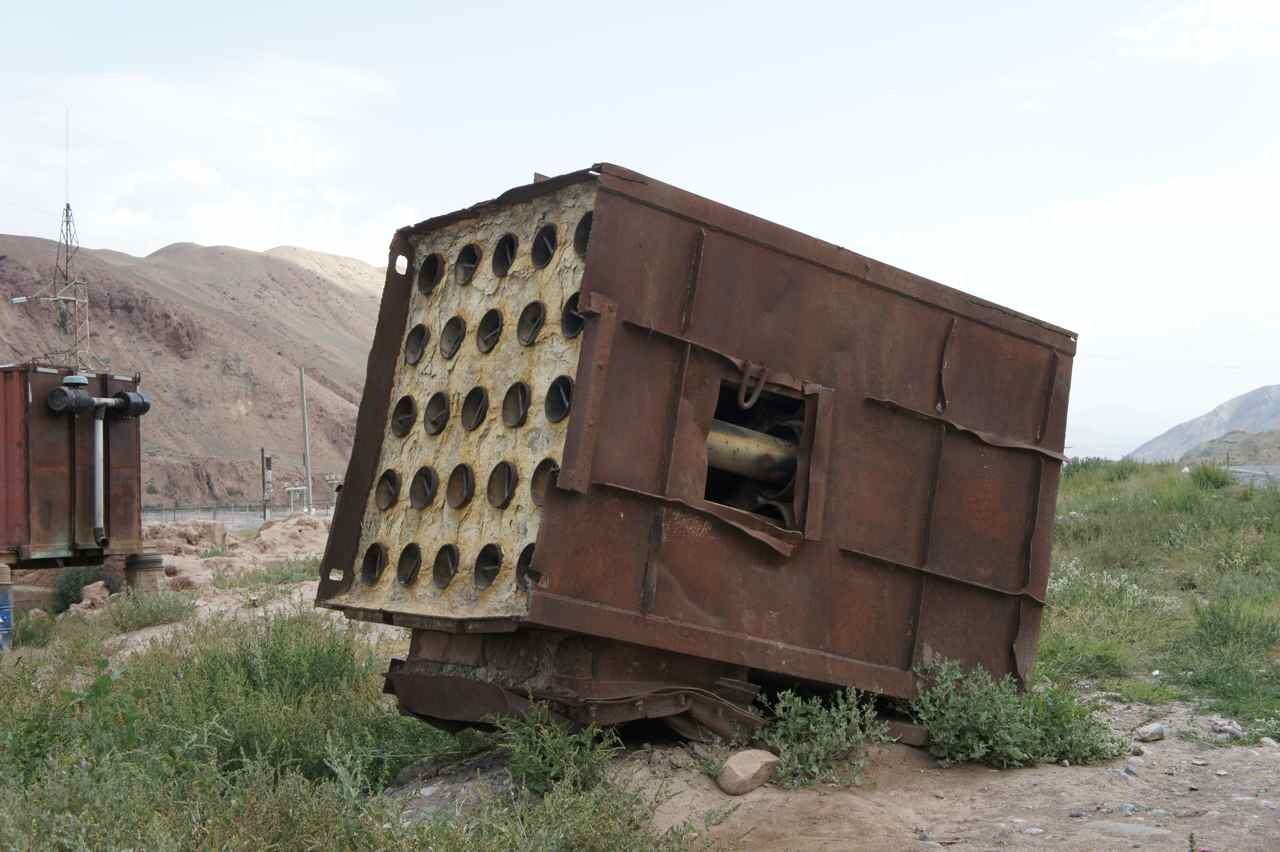 An old rocktet launcher (Stalin Organ) beside the road in Nura. It even had some rockets inside. It can't have been in use since it was  aimed back at Kyrgyzstan rather than towards China.