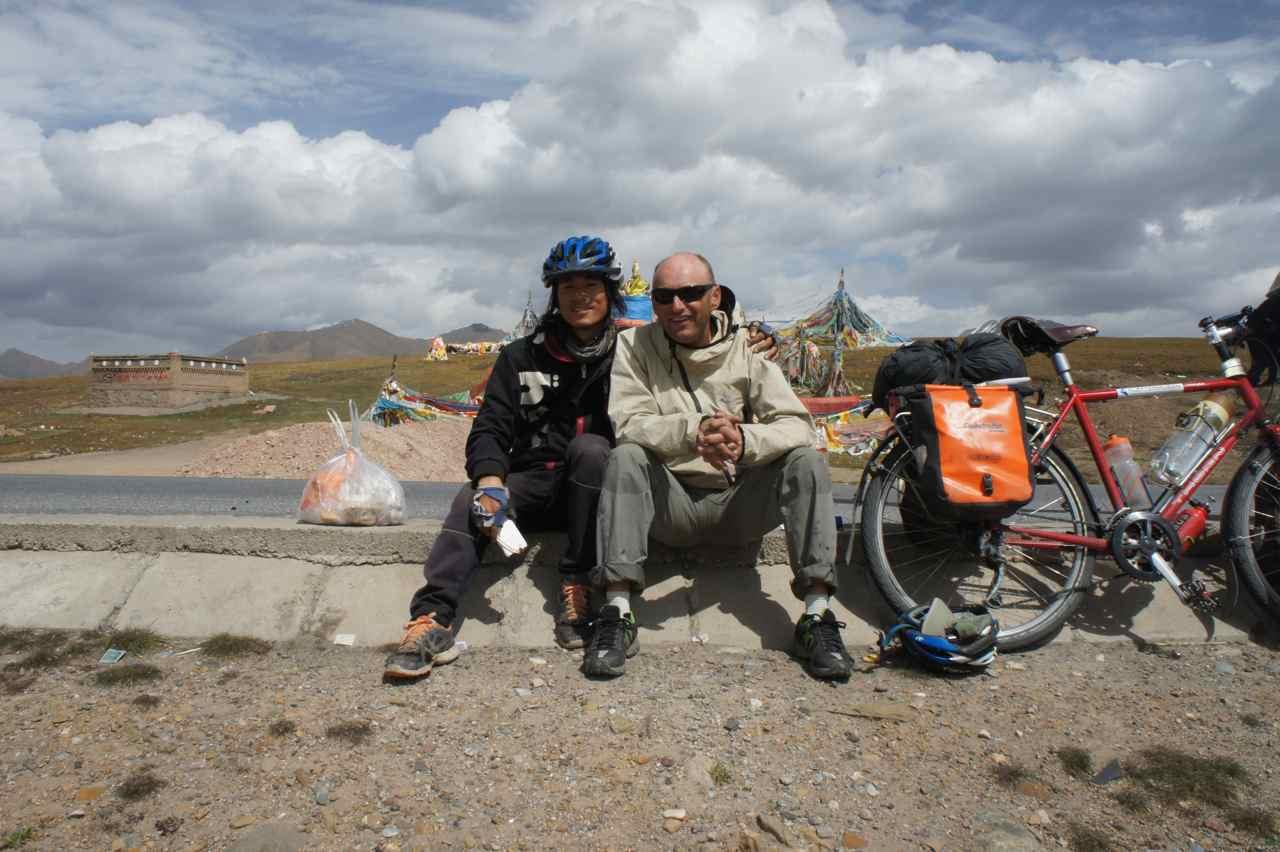 ถ่ายรูปคู่่หน่อย โจคิมกับฟิชเชอร์ท่ียอดท่ีสองสูงเกือบ 3800 เมตร