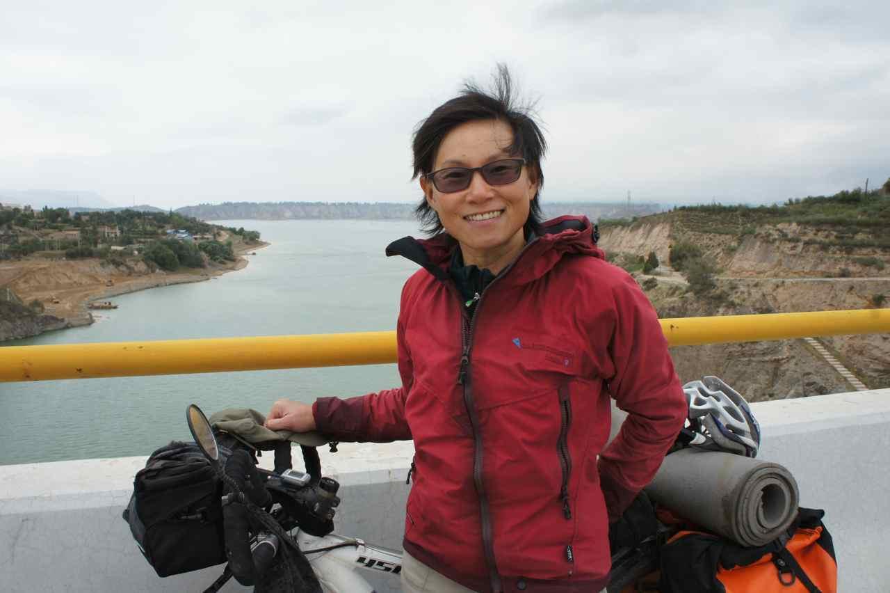 สะพานข้ามแม่น้ำฮวงโหนี่เป็นสะพานใหม่ท่ีเพิ่งสร้างเสร็จ