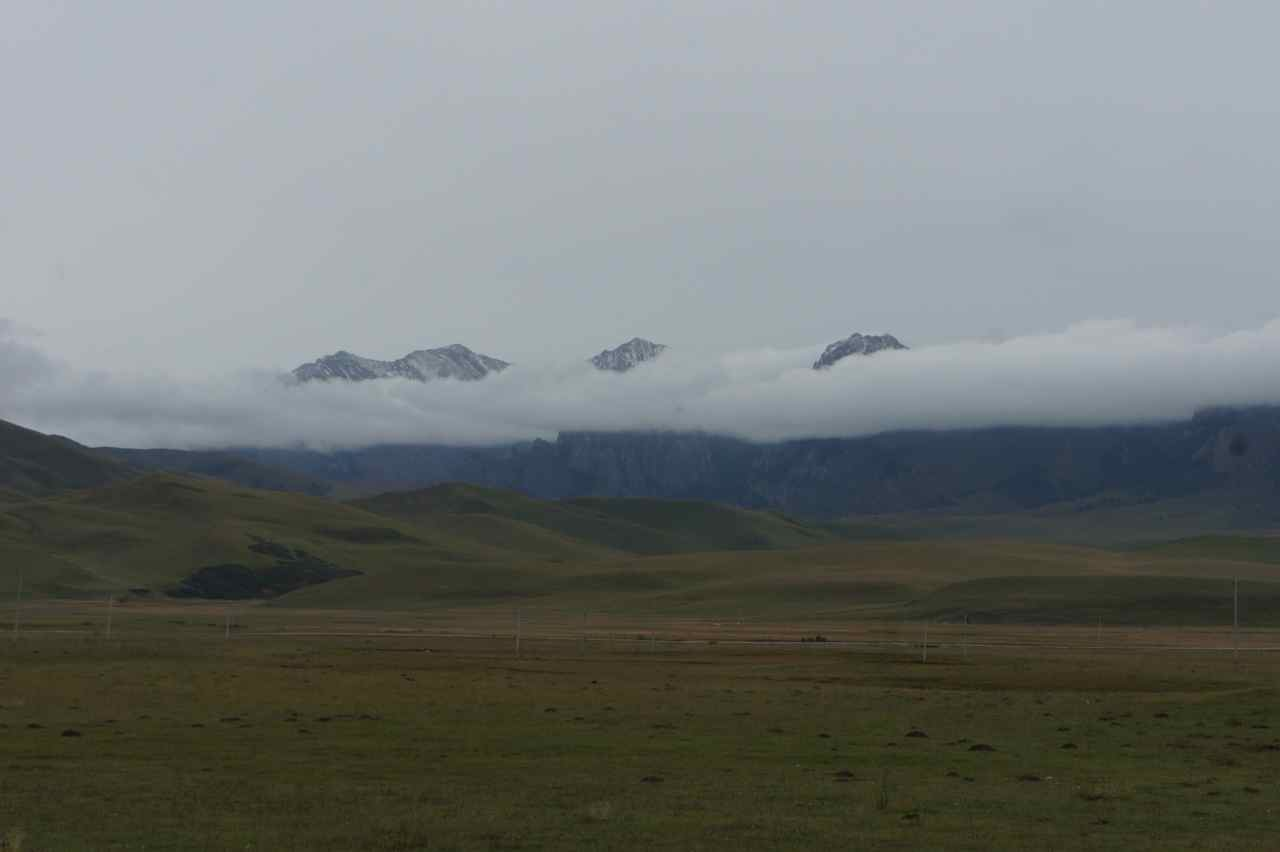 Clouds covering the mid of the mountains