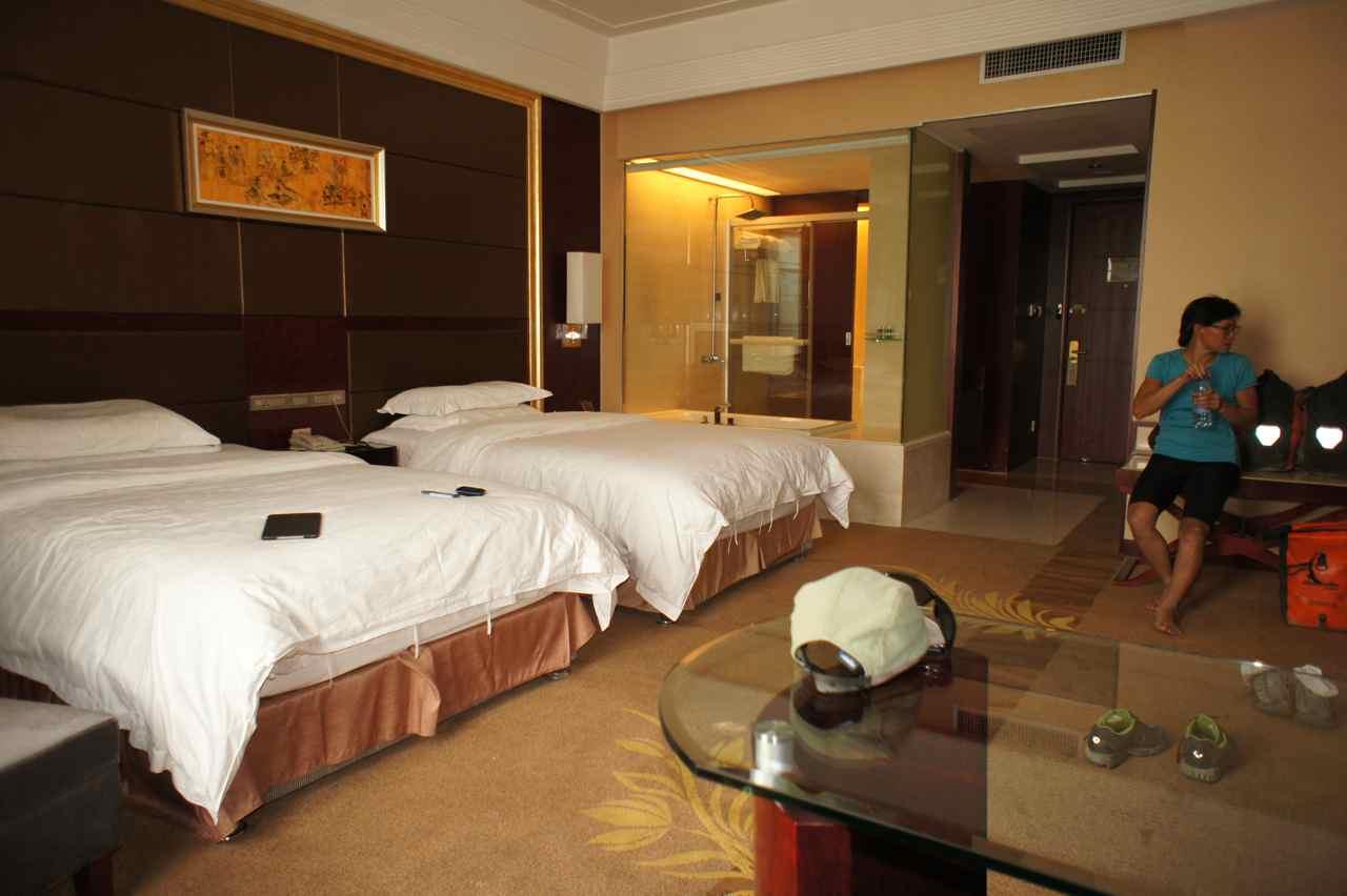โรงแรมนี้น่าจะห้าดาวมั้ง หรูเกิ้น มีห้องน้ำแห้งและเปียกแยกกัน มีห้องเสื้อผ้าสำหรับแต่งตัว