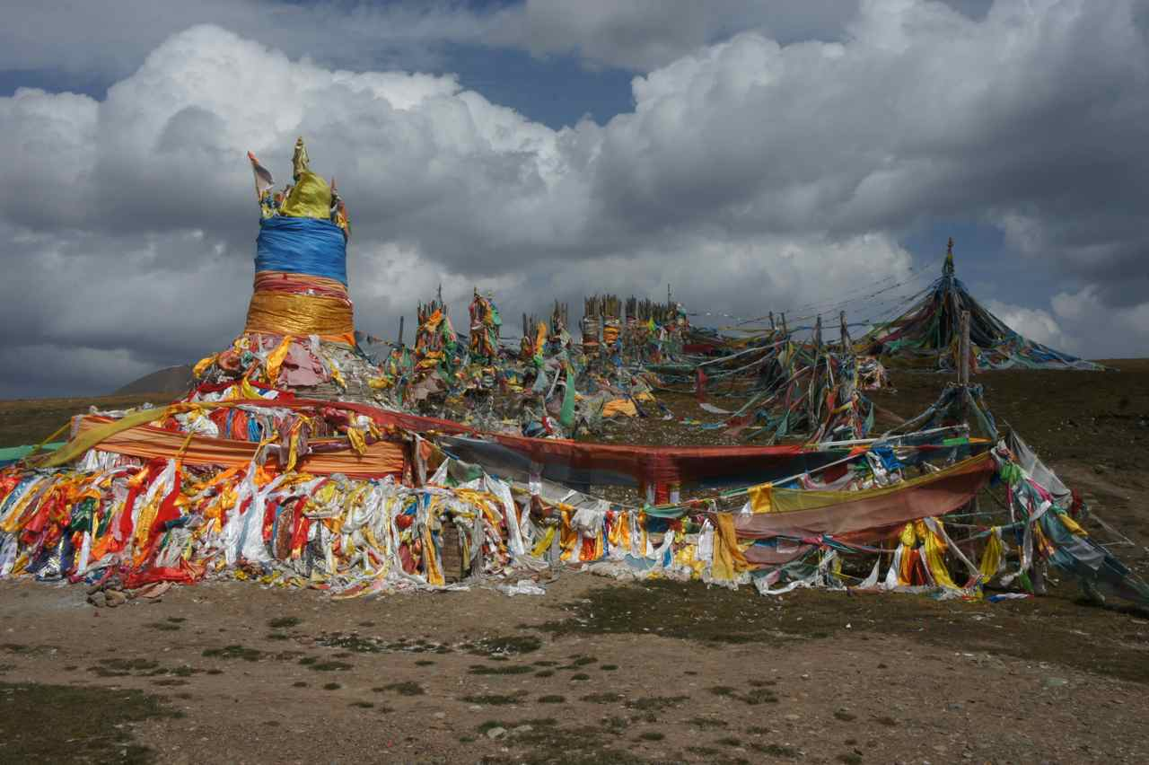 At the pass there was a holy tibetan shrine