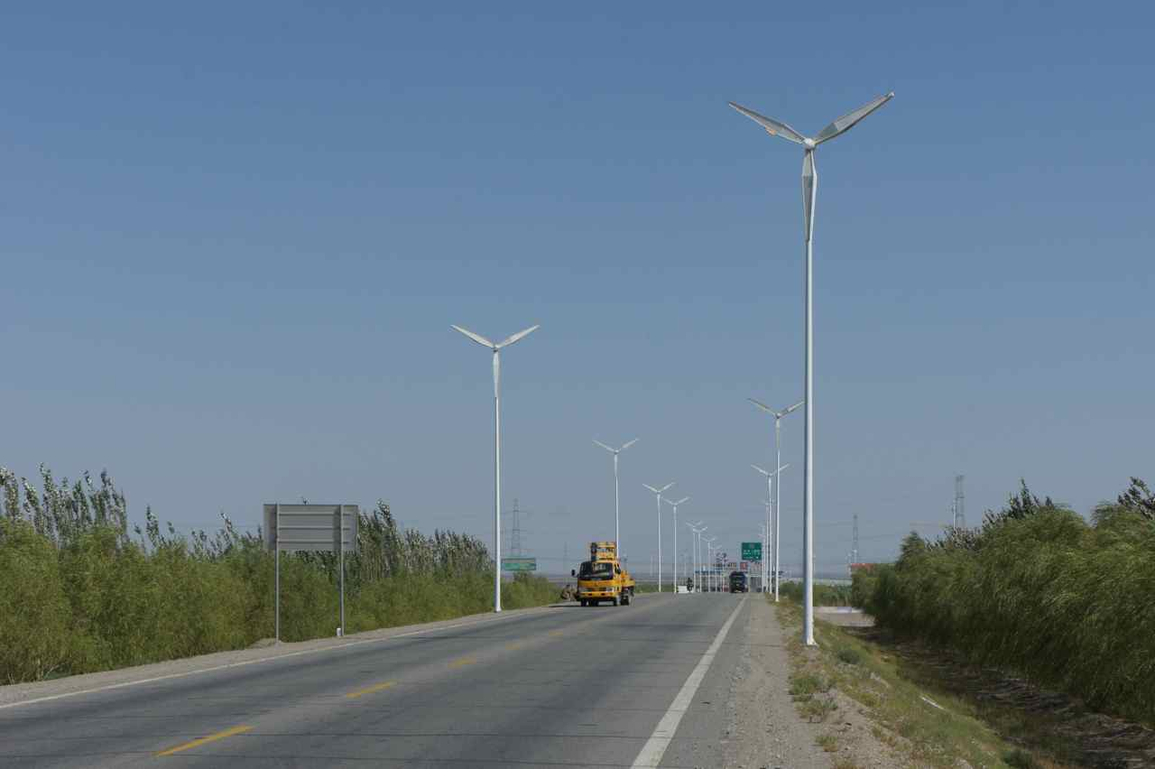The street lights in Guazhou are designed to look like wind turbines