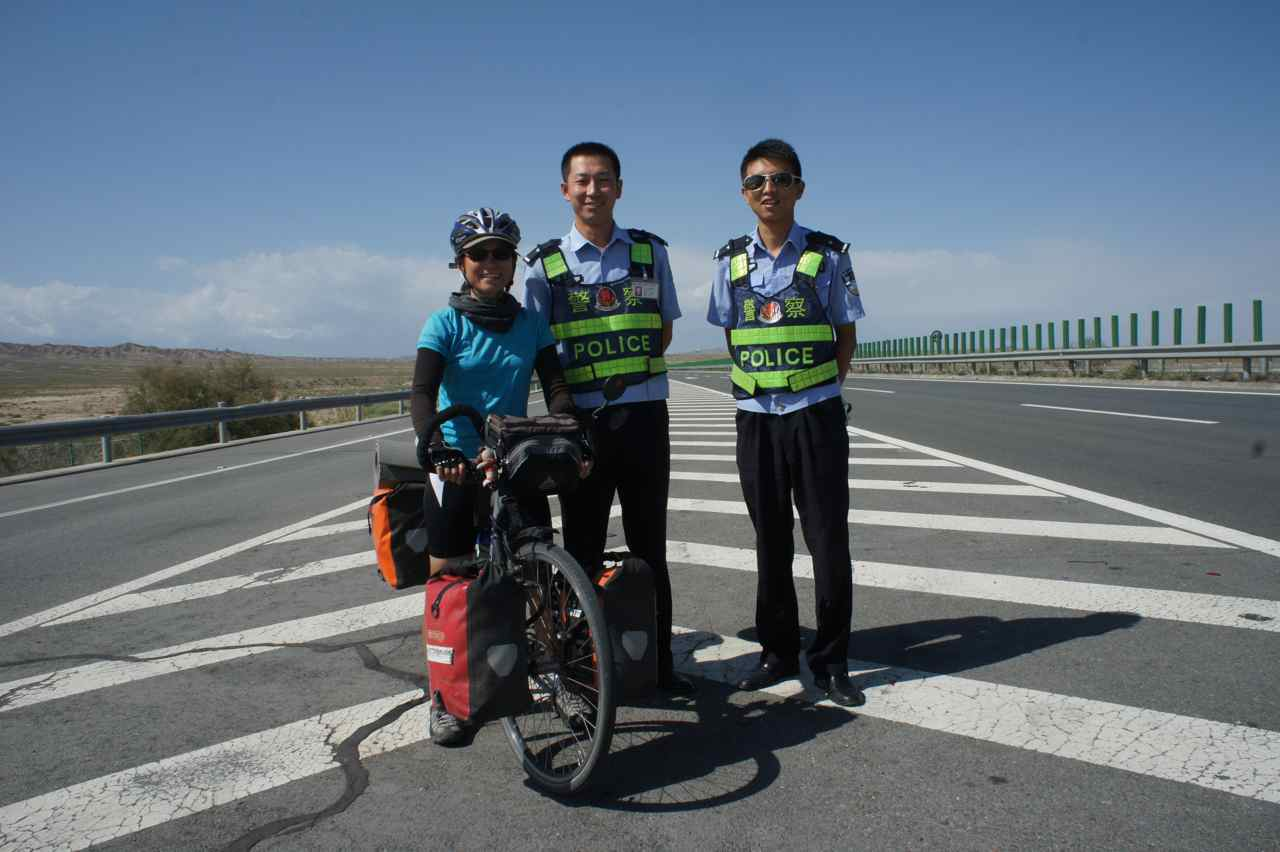 These police officers told us that we couldn't ride on the motorway. We told them we had already done almost 2000 km and had only 40 more to do before heading towards the mountains. They understood and let us continue.