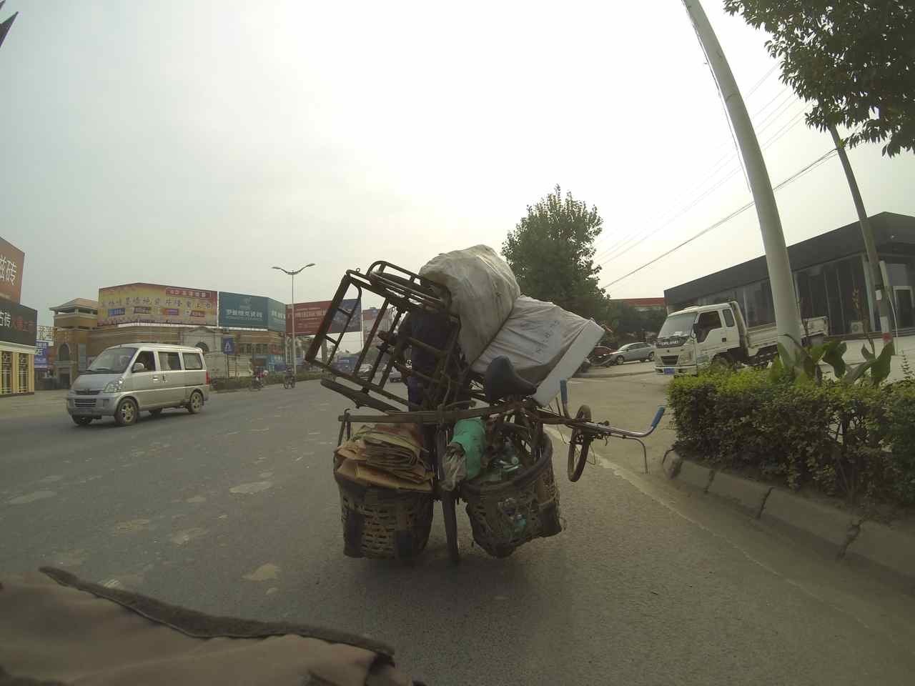 We get to see many things along the road. Here we rode behind a bicycle that among other things also carried a tricycle