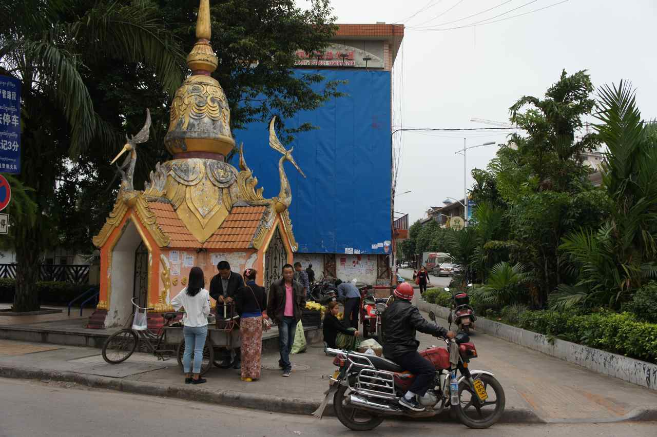 No, we aren't in Thailand yet. This photo shows the corner of a street in the chinese town Mengla, but it looks like it could be in any thai town.