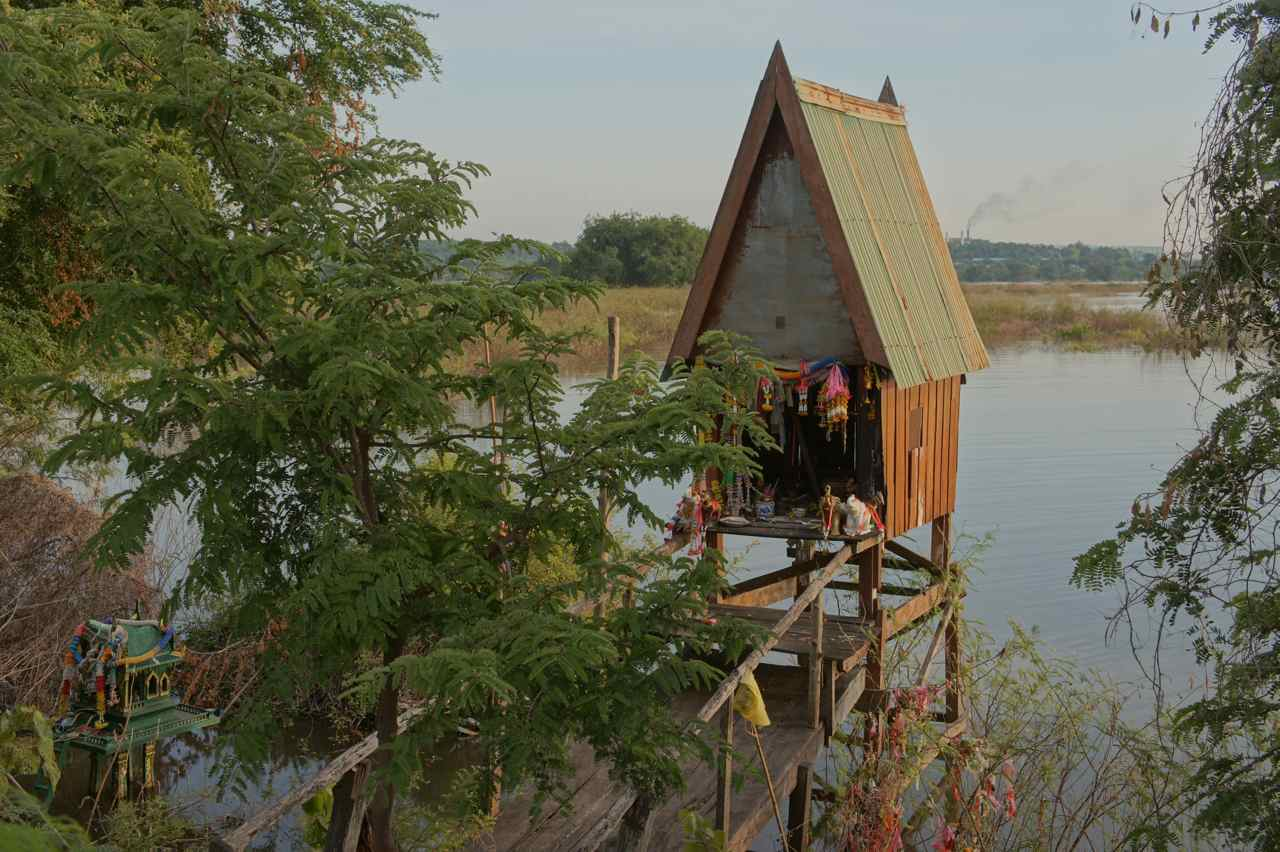 A spirit house by the bridge across the dam in Chaibadan district