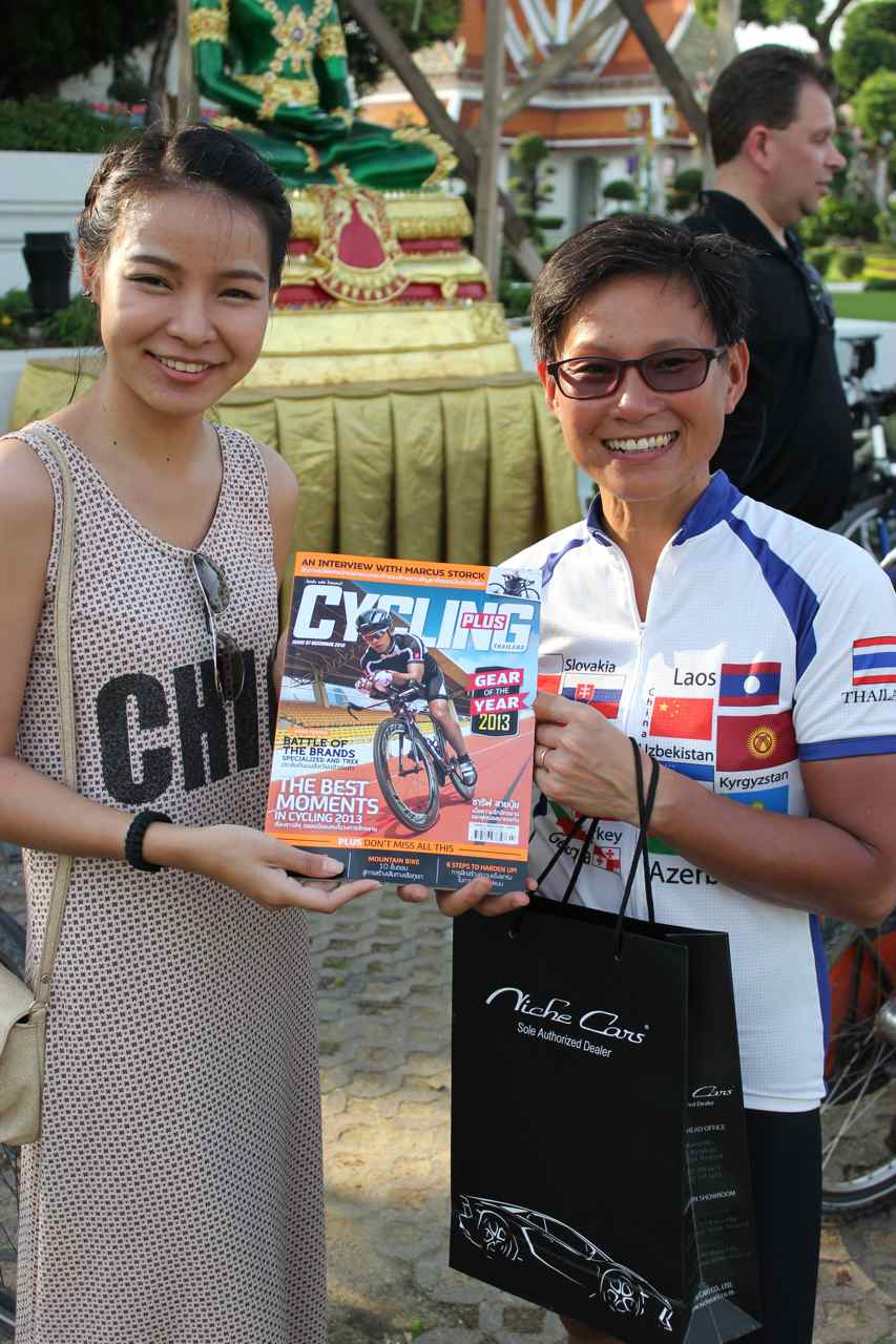 Wej and the journalist from the thai Cycling Plus