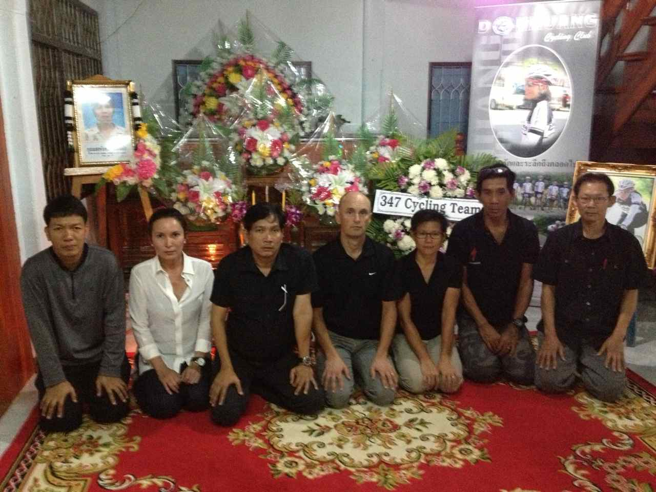 Ton, A, P'Ben, Joakim, Wej, P'Nop and P'Wichit in front of Saeng's coffin